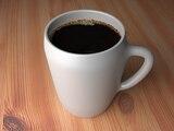 Viele Menschen starten mit einem Kaffee in den Tag
