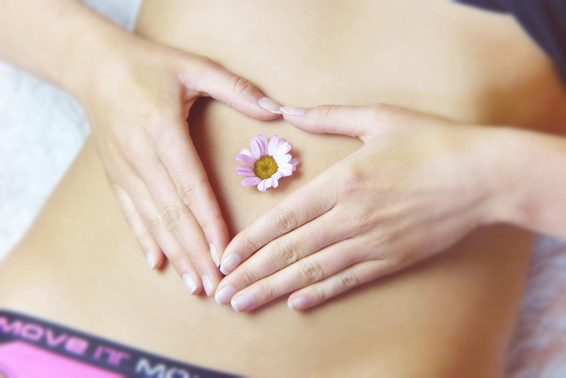 Linksseitige Bauschmerzen können Hinweise auf zahlreiche Erkrankungen sein.