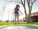 Auf einem Trampolin springen macht Spaß und hält fit. Im Test zeigen wir Ihnen, welche Geräte sicher sind.