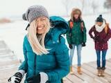 Pflicht bei Schnee und Eis: Eine gute Winterjacke sorgt auch bei Minusgraden für wohlige Temperaturen.