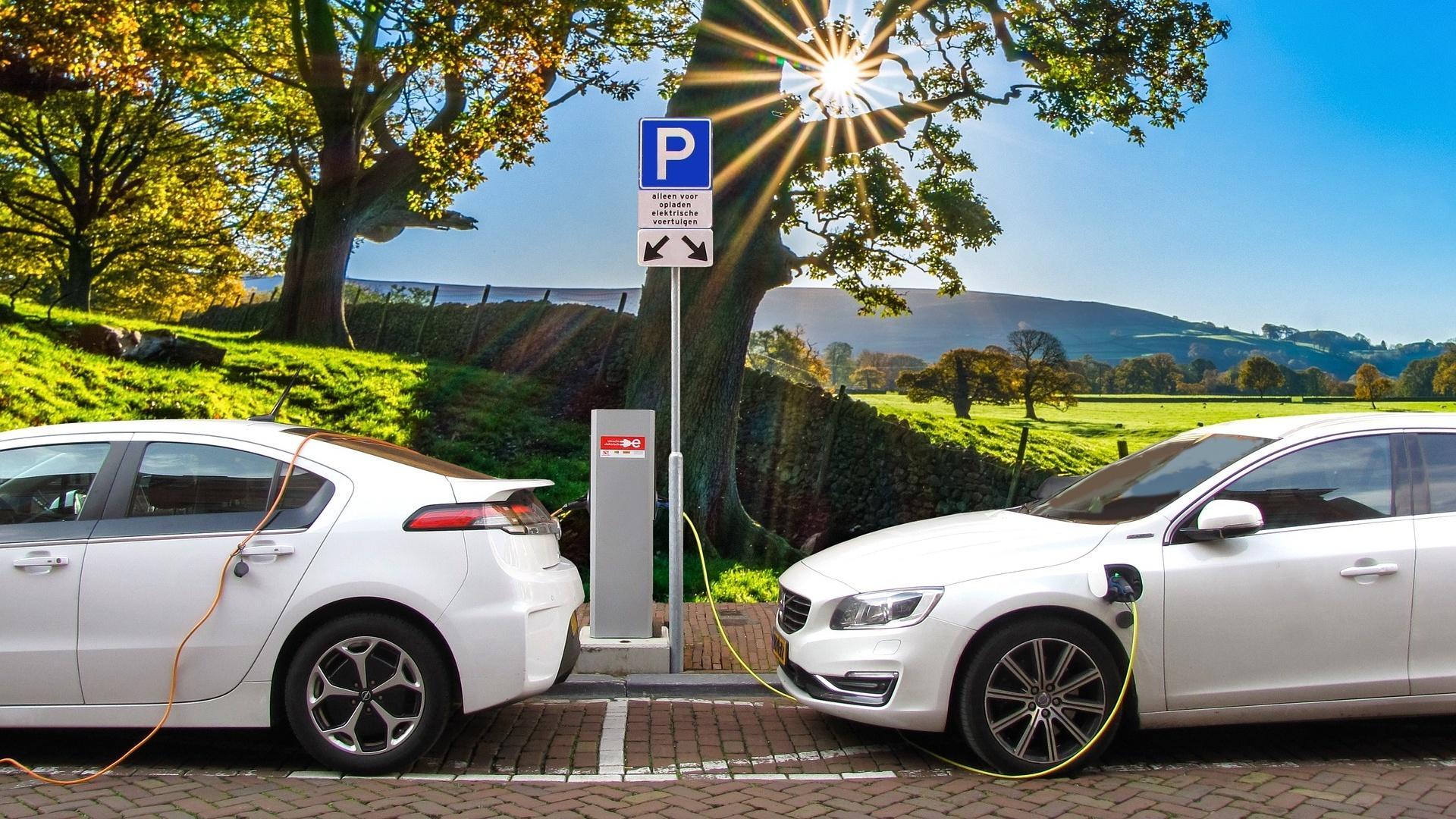 Elektroauto mit Anhängerkupplung? Ein (noch) sehr seltener Anblick