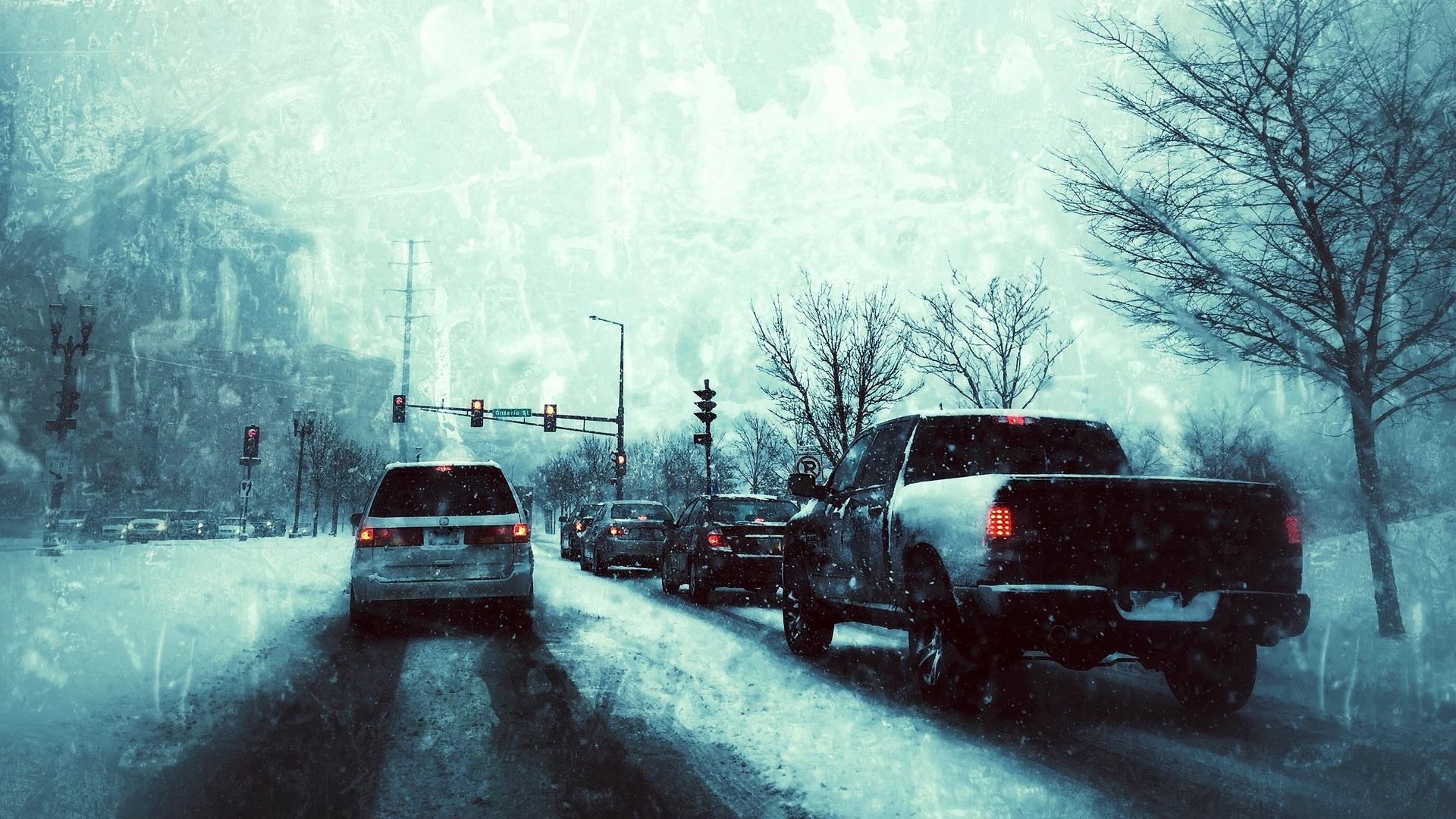 Um das Auto winterfest zu machen, sollten Sie frühzeitig die Reifen wechseln