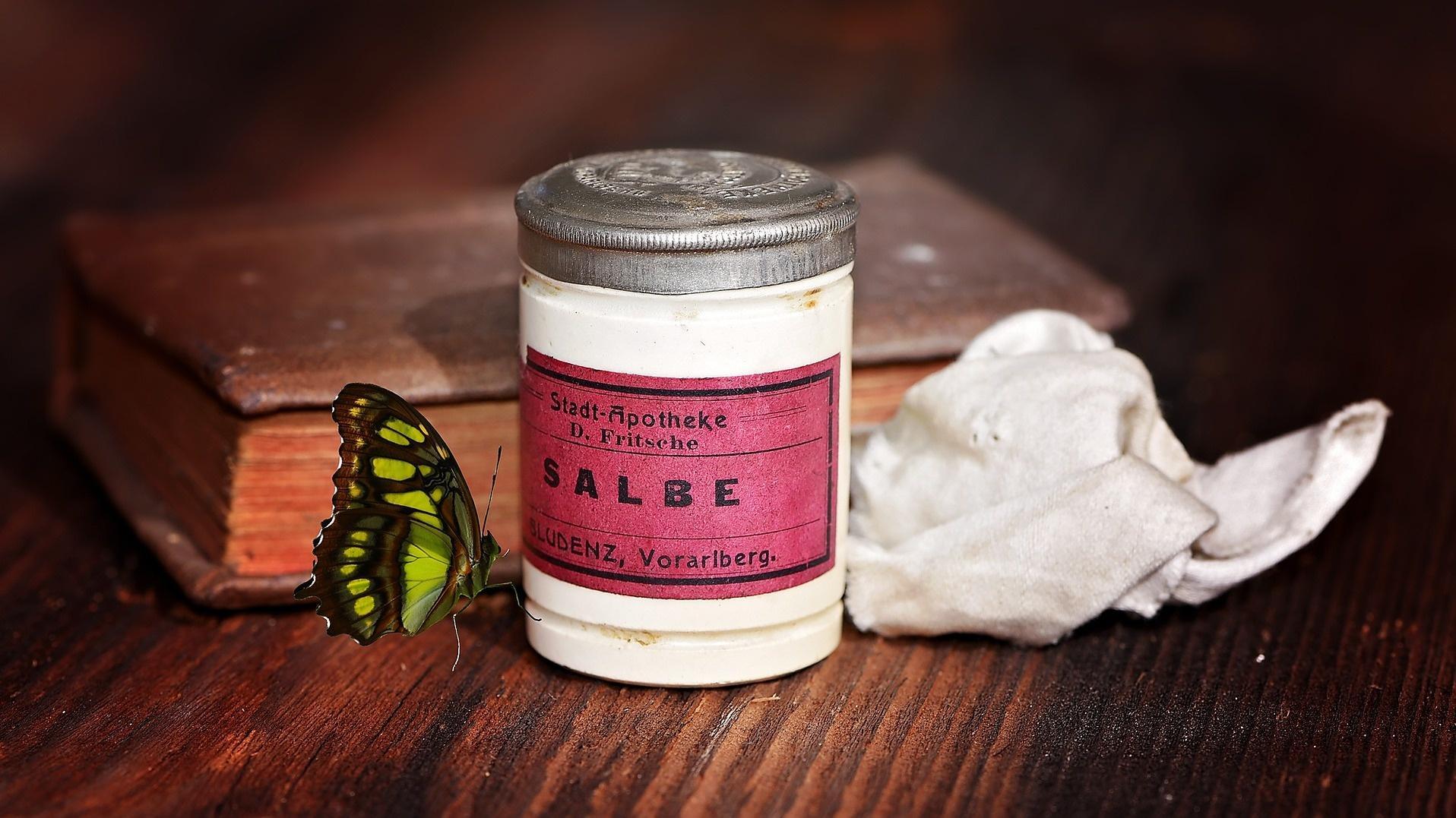 Die Schwarze Salbe wird schon seit Jahrzehnten gegen Hauterkrankungen eingesetzt.