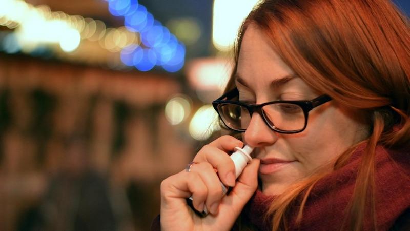 Akupressur bei einer verstopften Nase hilft, die Nase auch ohne Nasenspray kurzfristig zu befreien.