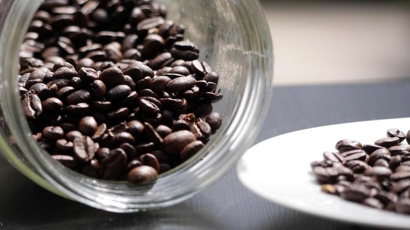 Kaffeebohnen können Sie auch problemlos essen.