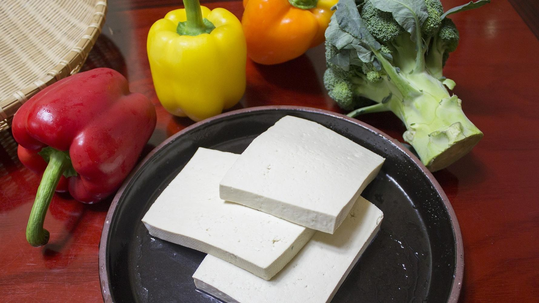 Tofu roh essen: Ist das gesund? So vielseitig können Sie ihn genießen