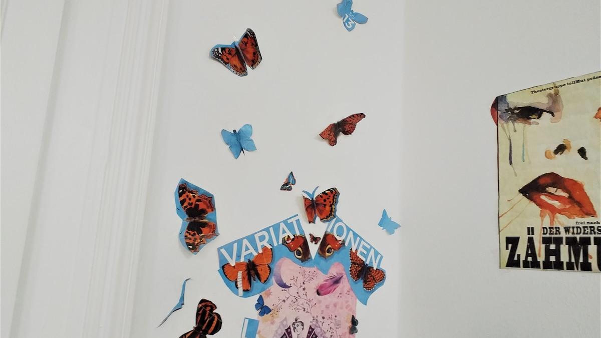 Verzieren Sie die Wände Ihrer Küche mit Motiven, die Ihnen gefallen.