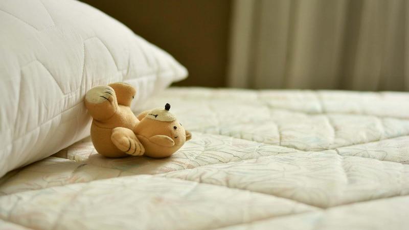 Den Matratzenbezug sollten Sie einmal im Jahr waschen
