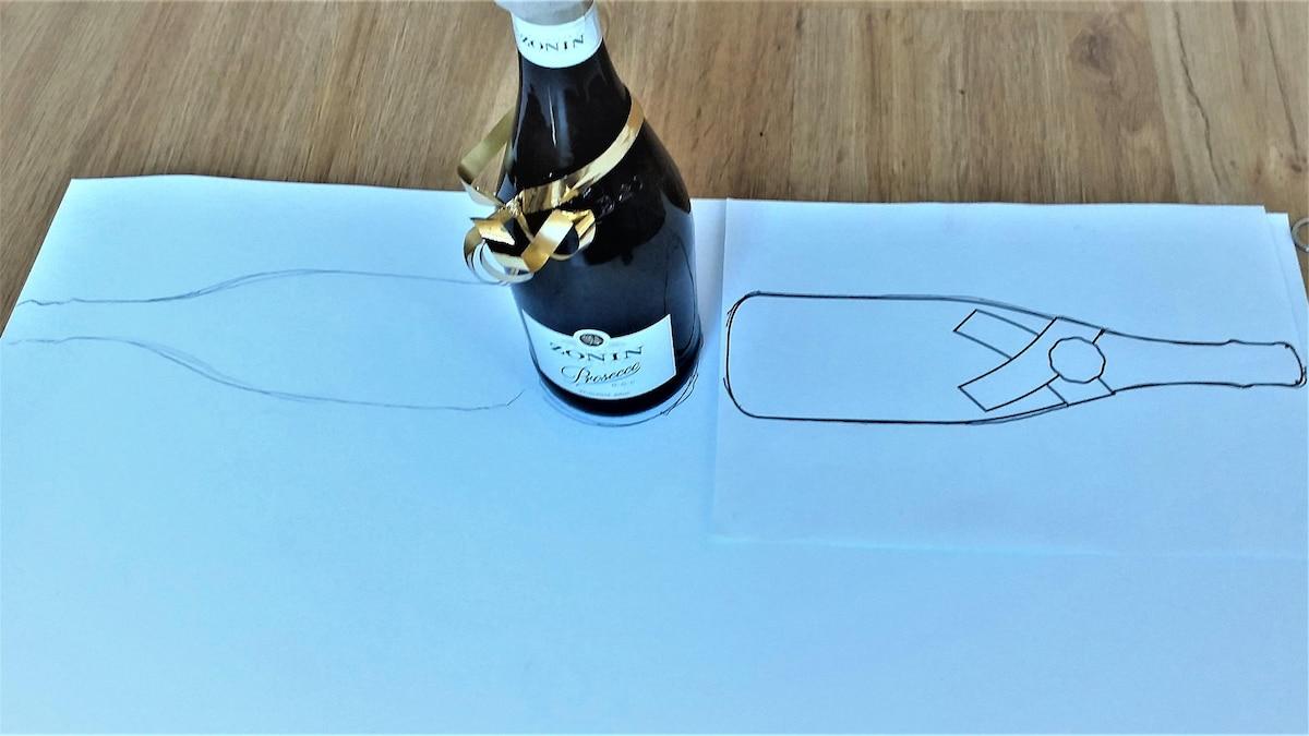 Verpacken Sie eine Flasche mithilfe von Tonkarton und einer selbstgemachten Vorlage.