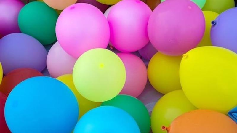 Mit Luftballons und Gipsbinden Osterkörbchen basteln