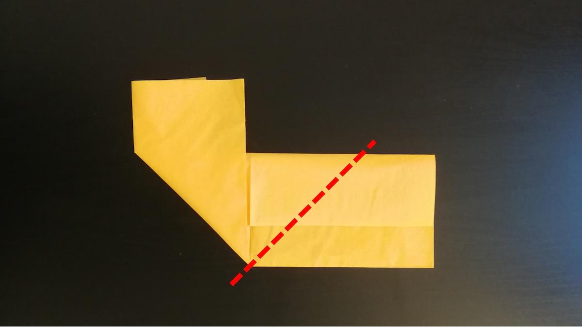 4) Wiederholen Sie den Schritt mit der rechten Hälfte. Die Grundform des Herzens sollte nun erkennbar sein