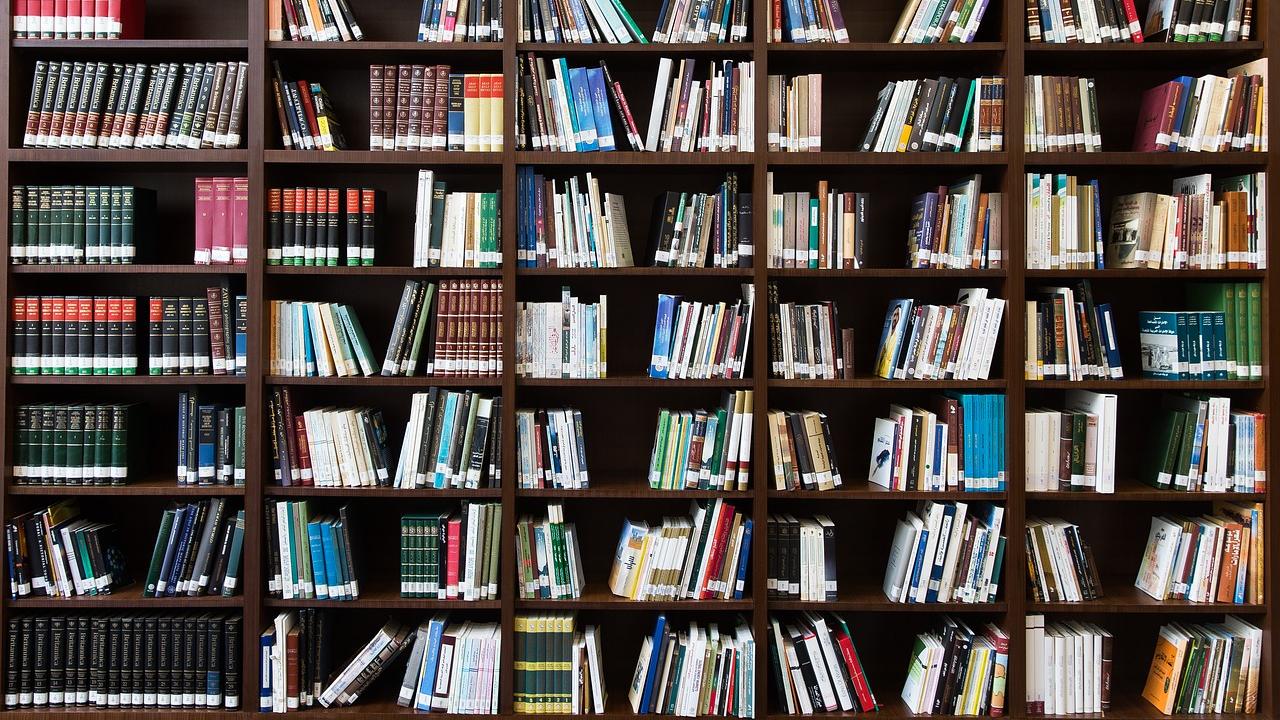 Bücher spenden: Organisationen, die Ihre Bücher annehmen