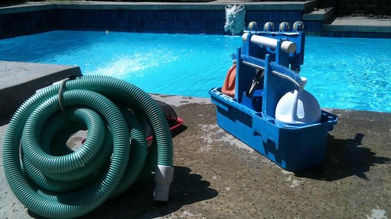Pool ohne Pumpe sauber halten: Das müssen Sie wissen
