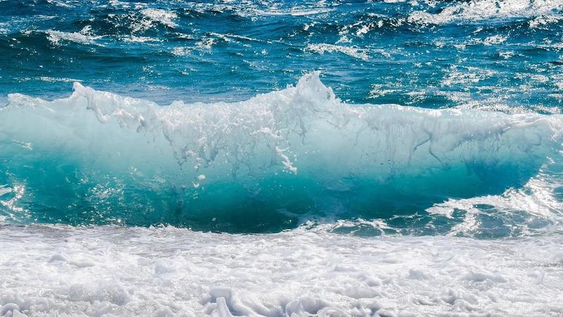 Meerwasser zu trinken kann den Körpr austrocknen.