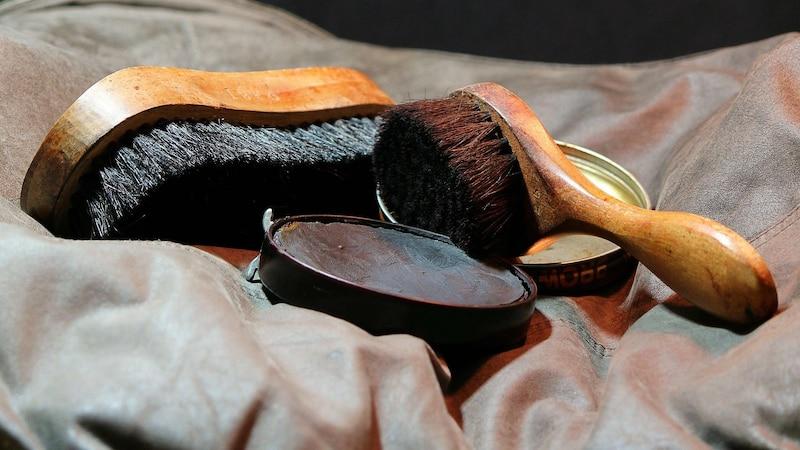 Ledertasche stinkt: So entfernen Sie unangenehmen Geruch aus Leder