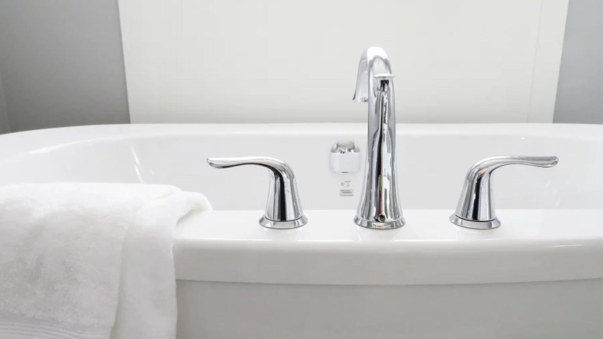 Wie viel Wasser passt in eine Badewanne? Das ist die Antwort