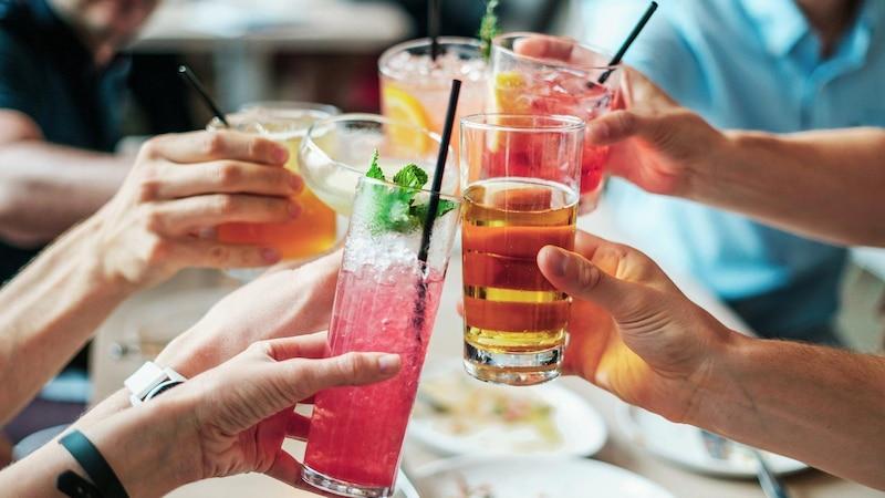 Abnehmen trotz Alkohol: Was Sie dabei beachten sollten