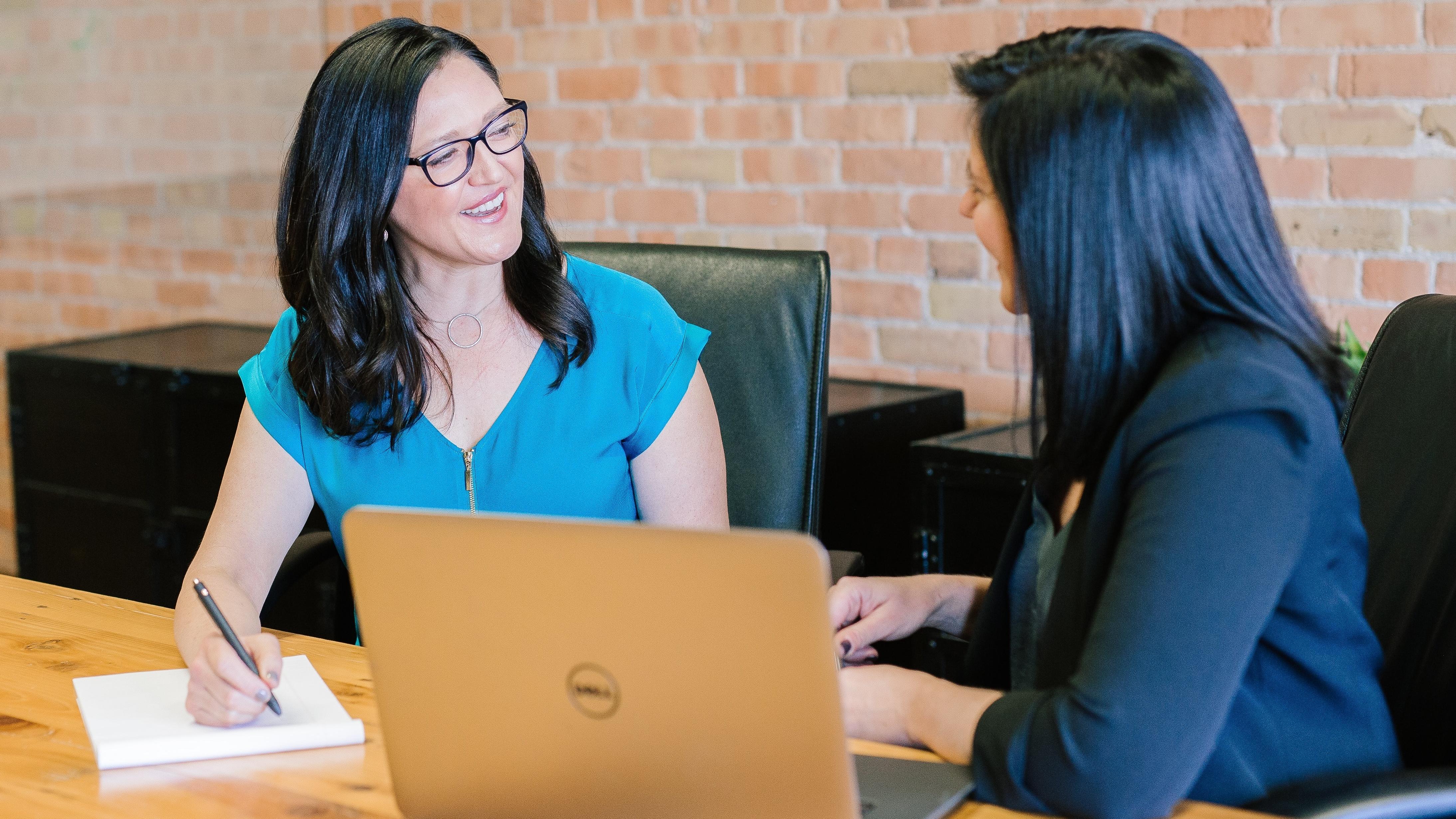 Im Bewerbungsgespräch sollten Sie Beispiele für Ihre Schlüsselqualifikationen nennen können.