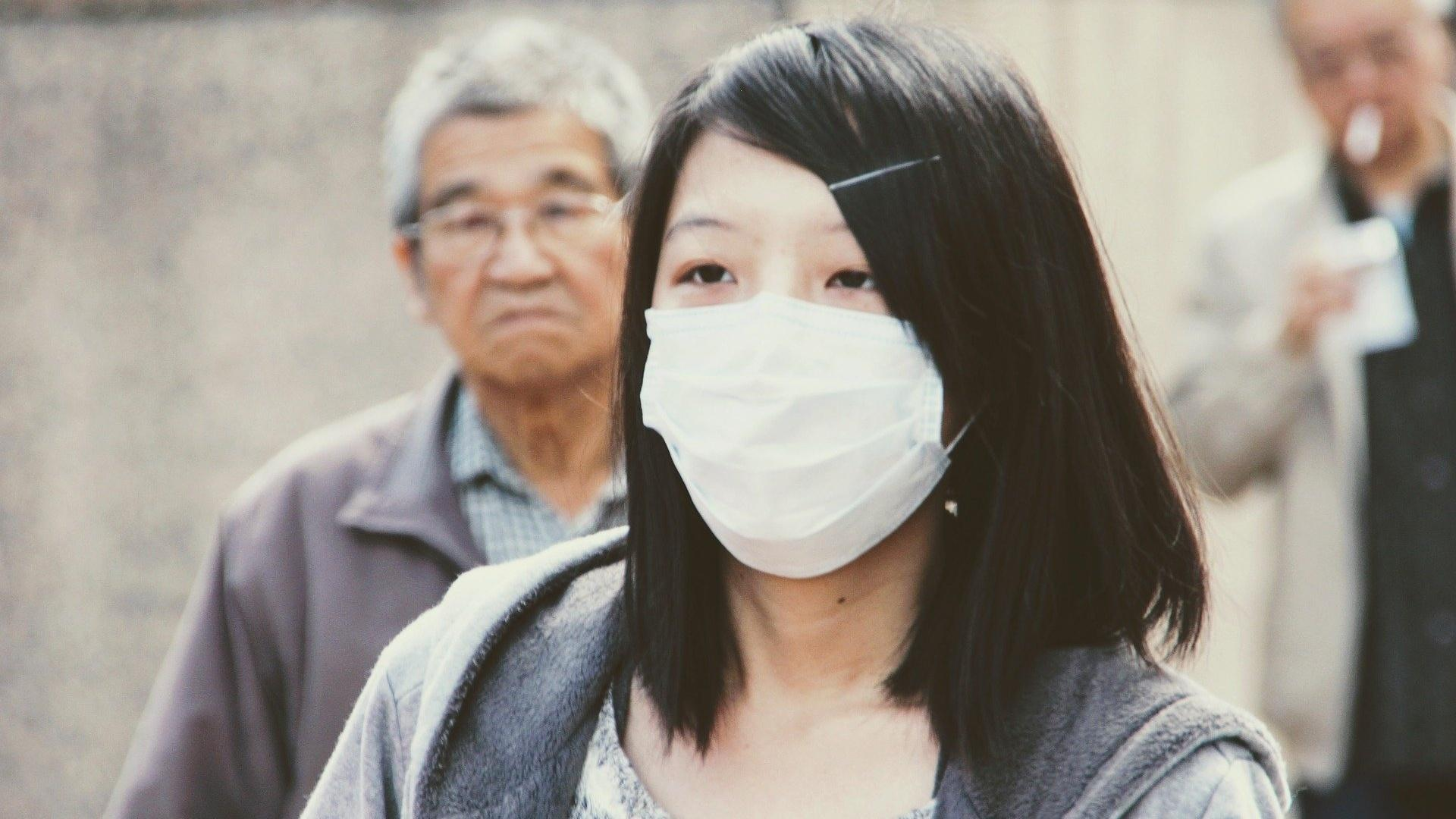 Mit bestimmten Maßnahmen können Sie Ihre Maske selbst desinfizieren.