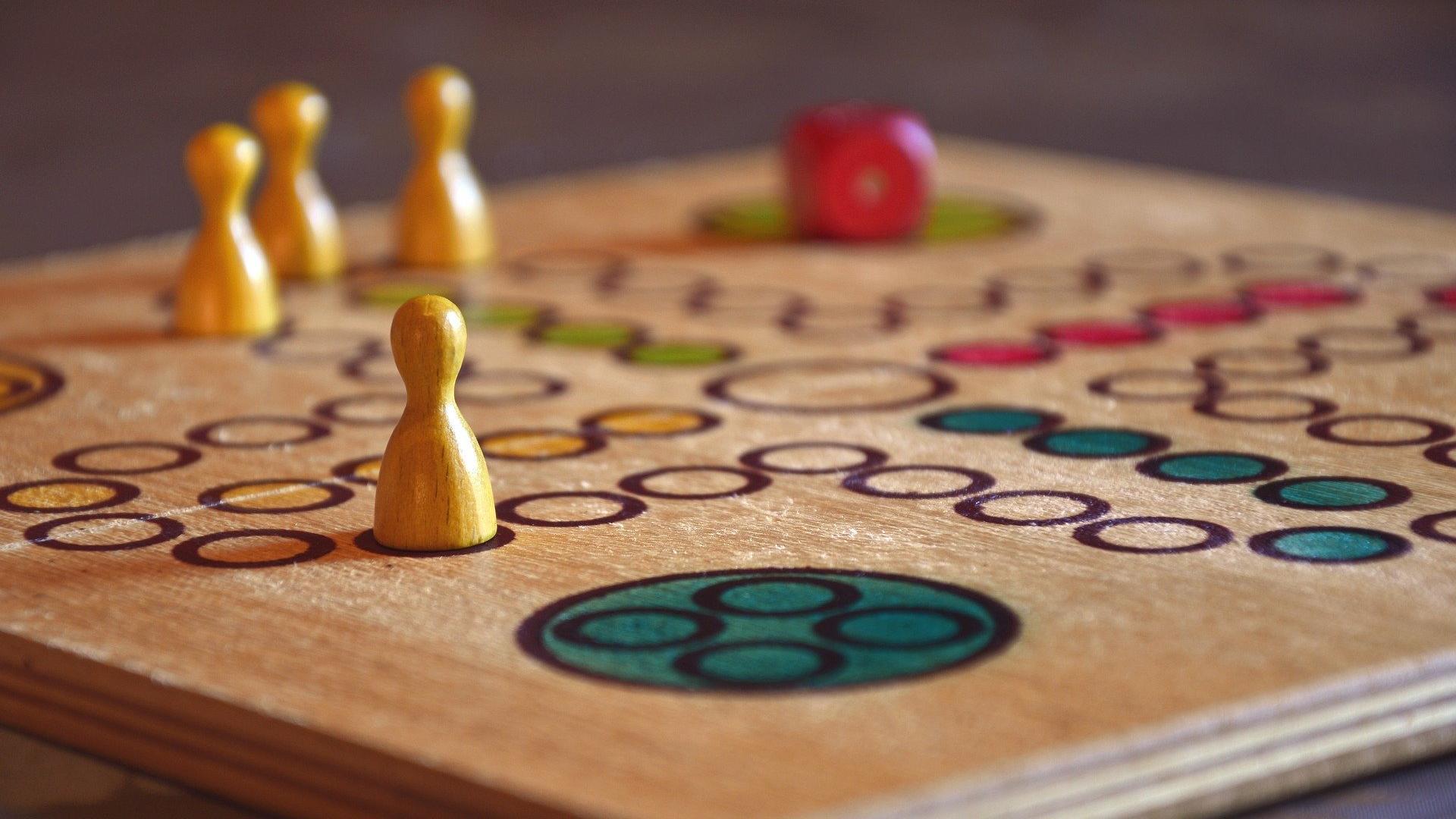 Brettspiele online: Was Kinder mit Freunden online spielen können
