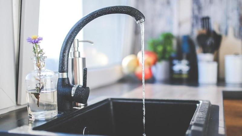 Trink-Mythen im Check: Das müssen Sie über Wasser trinken wissen