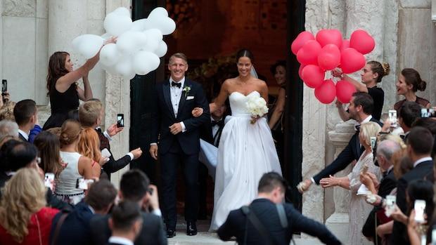 2016 heiratete Schweinsteiger Anna Ivanovic in Venedig