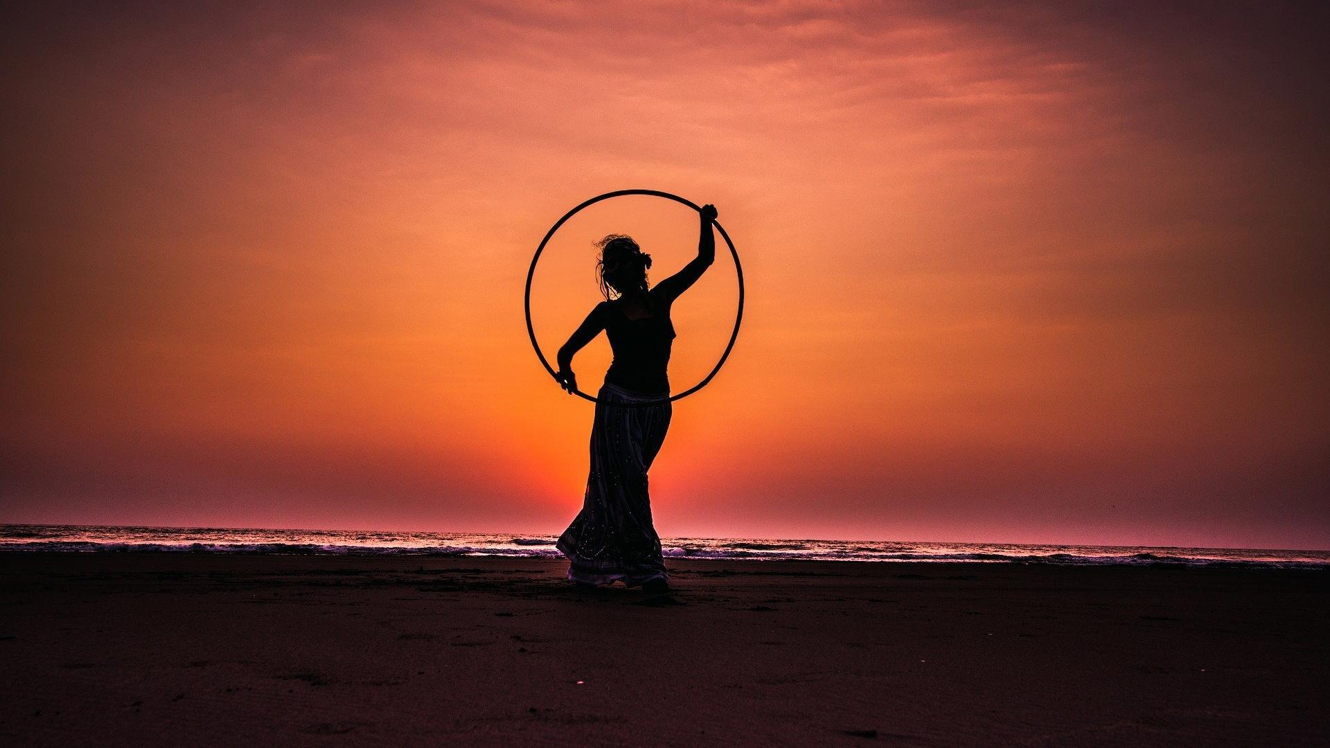 Hula Hoop Training - So bekommen Sie einen flachen Bauch