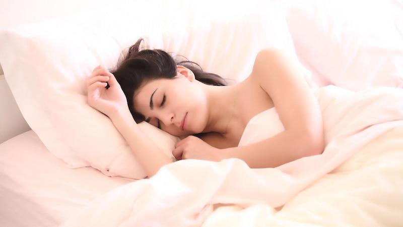 Nachts aufwachen: Was die Uhrzeit der Wachphasen über die Ursachen verrät