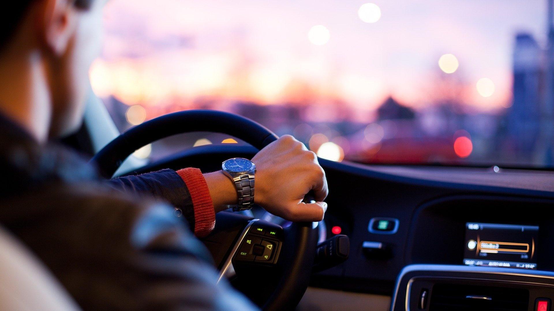 Auto quietscht beim Lenken: Das sind die Gründe.