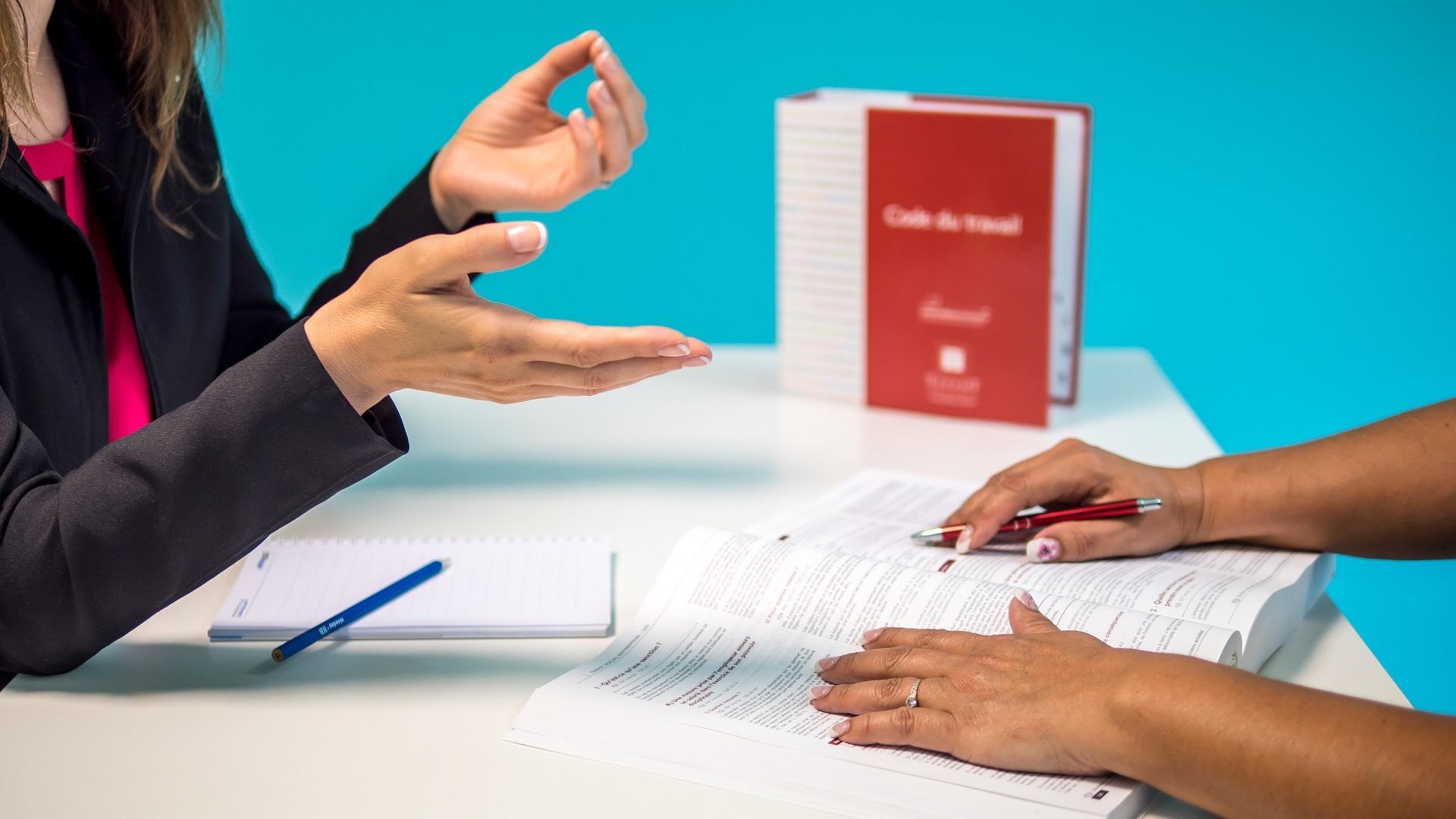 Ruhezeiten zwischen Spät- und Frühdienstsind im Arbeitszeitgesetz geregelt.