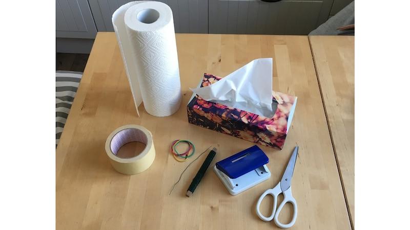 Diese Materialien brauchen Sie, um eine Maske selber zu basteln.