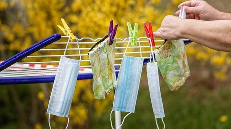 Wiederverwendbare Masken können Sie auch selbst reinigen.