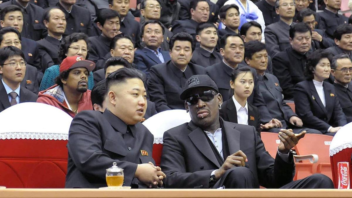 Den US-amerikanischen Ex-Basketballprofi Dennis Rodman lädt Kim Jong-Un immer wieder mal nach Nordkorea ein. Dann wird Party gemacht.