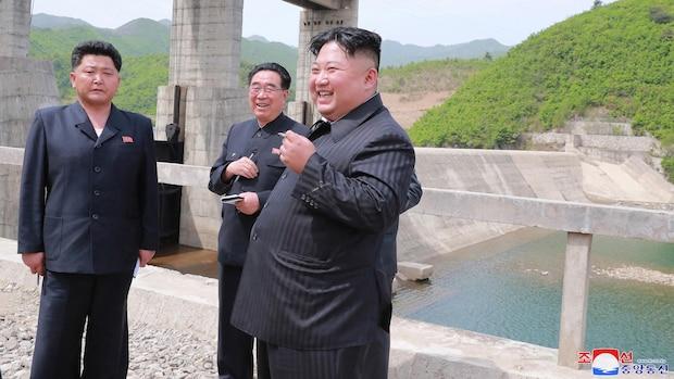 Kim Jong-Un raucht Zigaretten