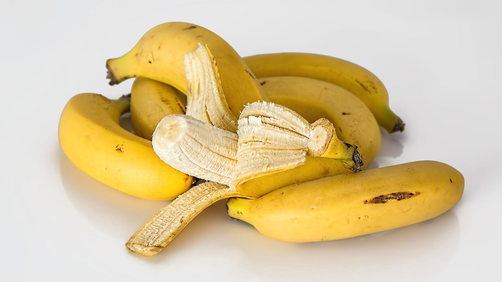 Gerade wenn es um Ballaststoffarme Ernährung geht eignen sich Bananen sehr gut, da sie für den Darm auch leicht verdaulich sind.
