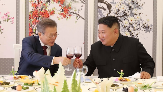Südkoreas Moon Jae-In zu Besuch in Pjöngjang: Kim Jong-Un soll ihm zwei Jagdhunde geschenkt haben.