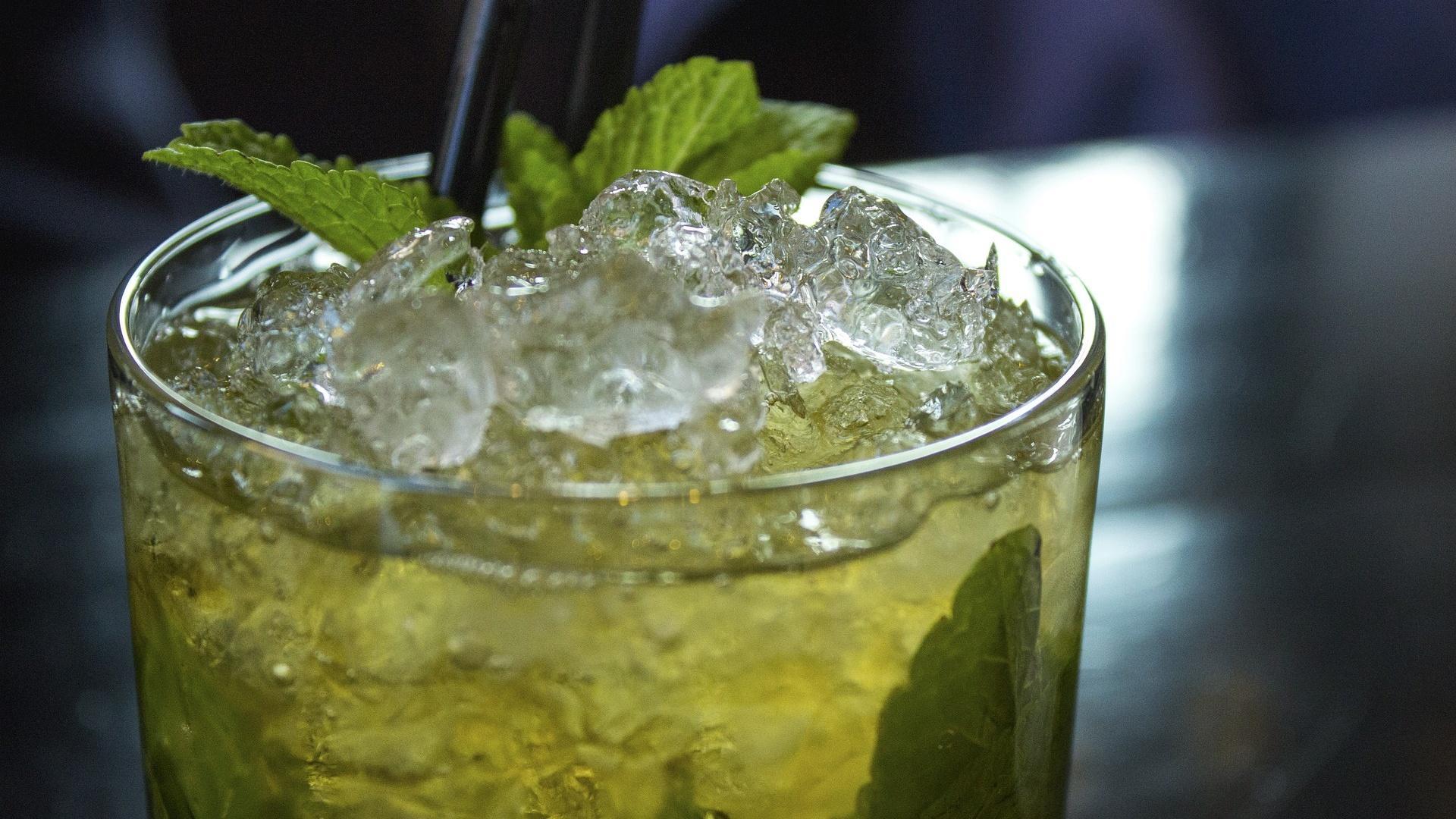Cocktails wie Mojito schmecken auch ohne Zucker.