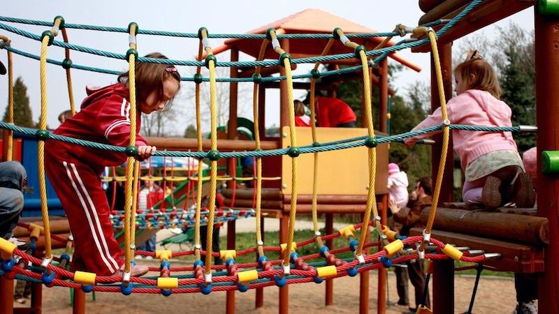 Den integrativen Kindergarten besuchen gesunde und beeinträchtigte Kinder zusammen.