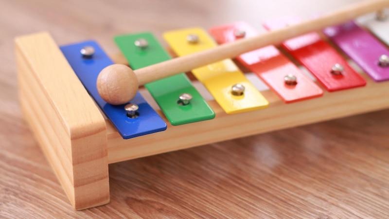 Besonders Holzspielzeuge sind ideal für Kinder ab einem Jahr geeignet