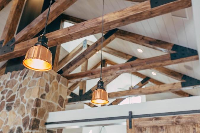 Von praktisch bis ausgefallen gibt es viele Ideen für die passende Küchenbeleuchtung.