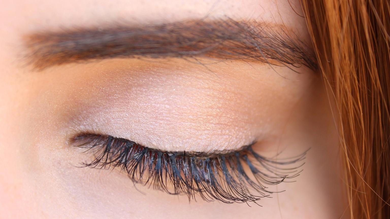 Wimpernwachstum anregen - so bekommen Sie dichtere Wimpern