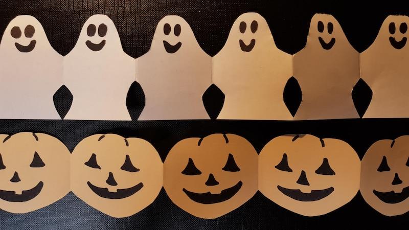 Mit einfachen Mitteln können Sie die unterschiedlichsten Girlanden für Halloween basteln.