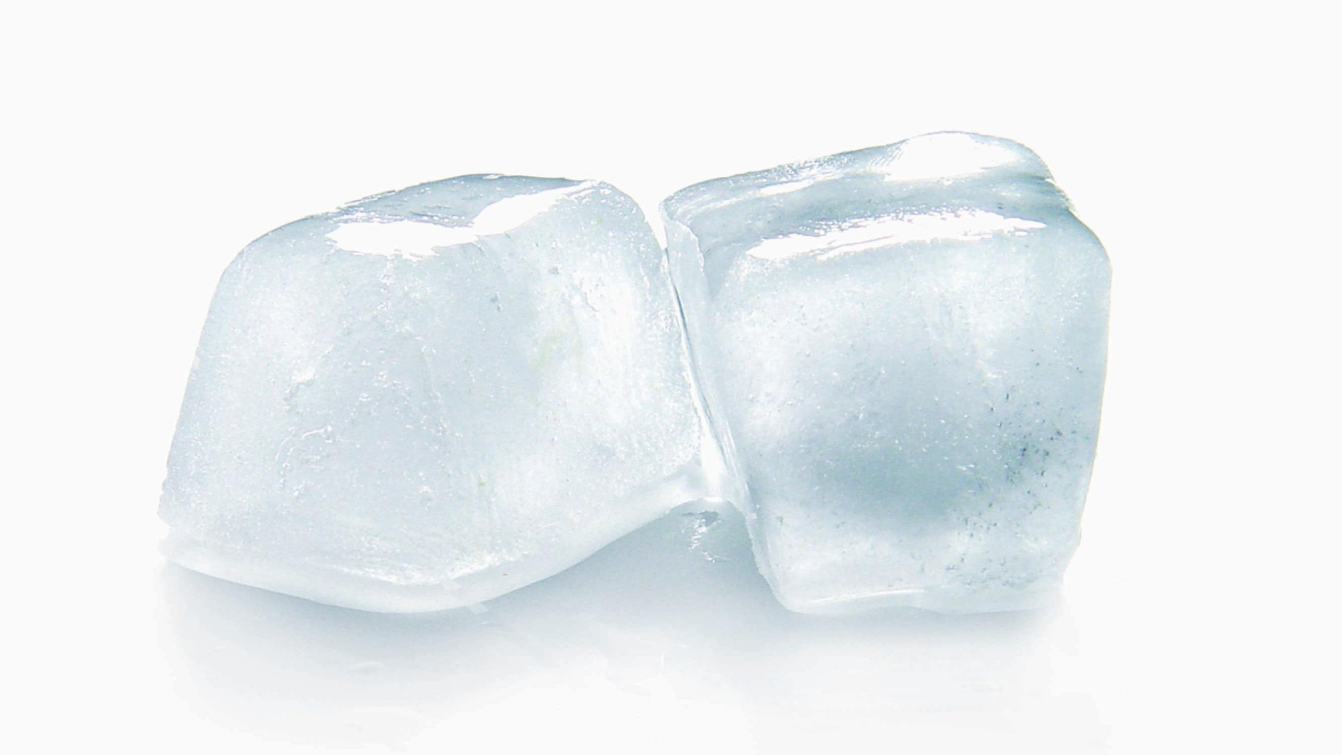Eiswürfelmaschine reinigen und entkalken - so geht's