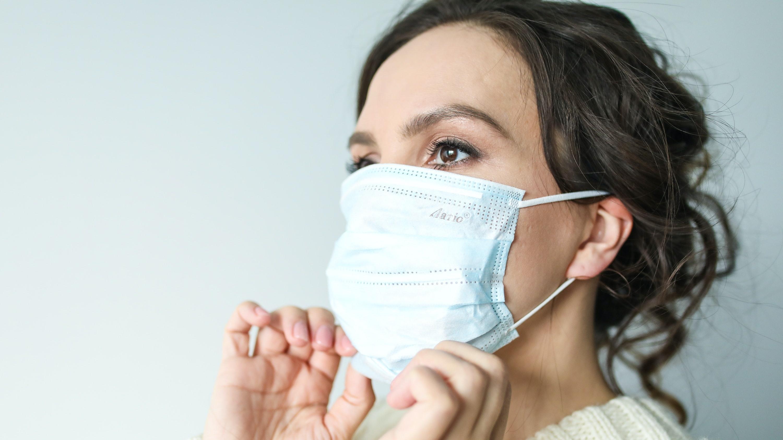 Einkaufen mit Maske: So verhindern Sie eine laufende Nase