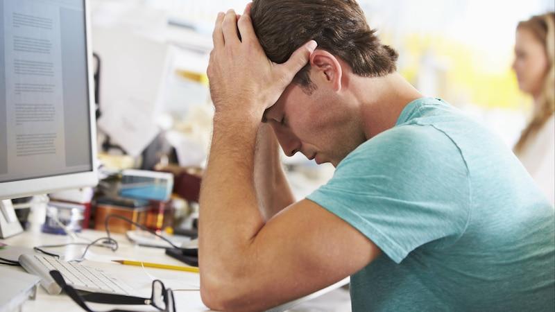 junger mann,arbeit,beruf,stress,belastung,burnout, Symbolfoto ,property released