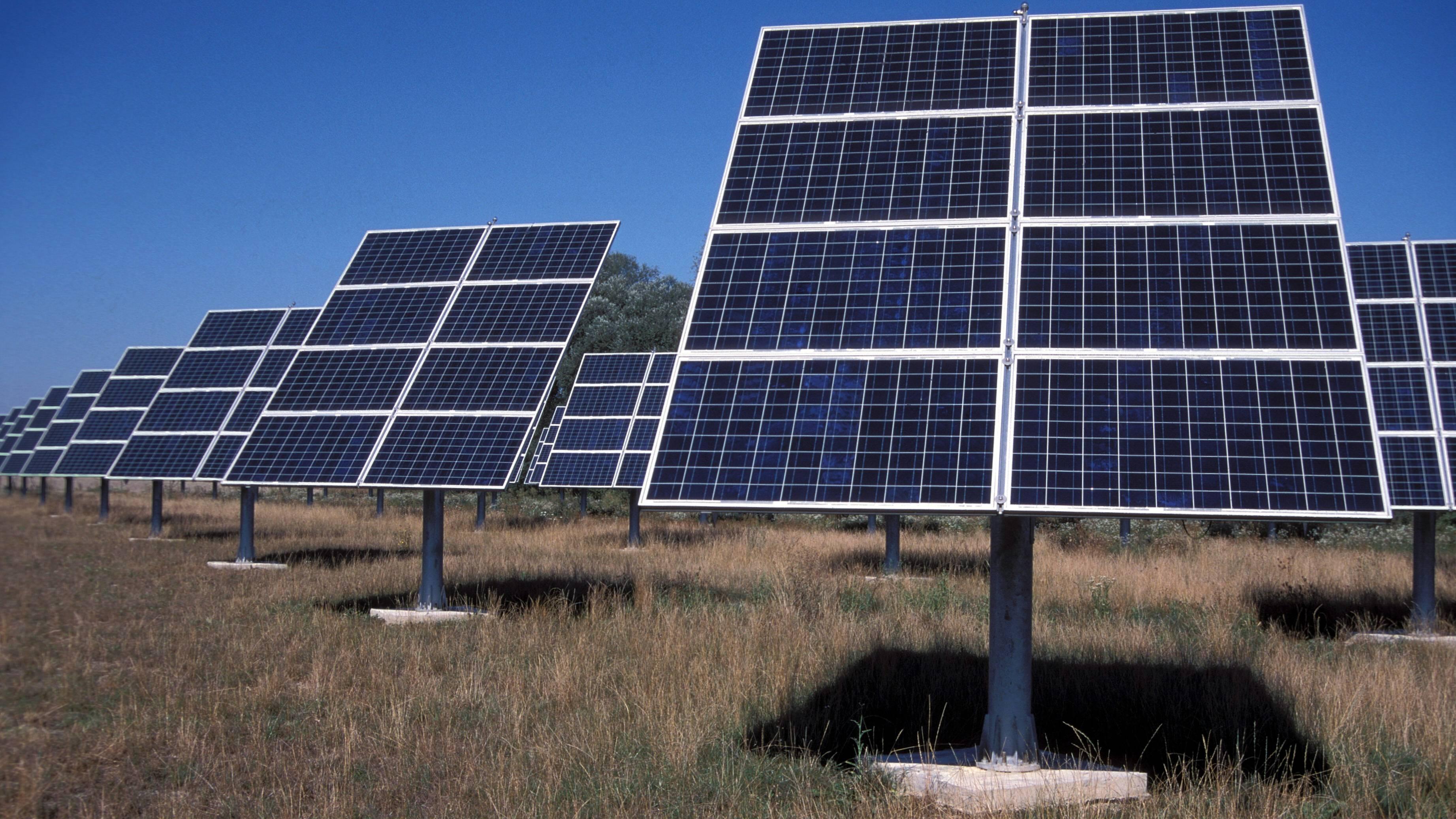 Die Anschaffung einer Solaranlage hat Vor- als auch Nachteile.