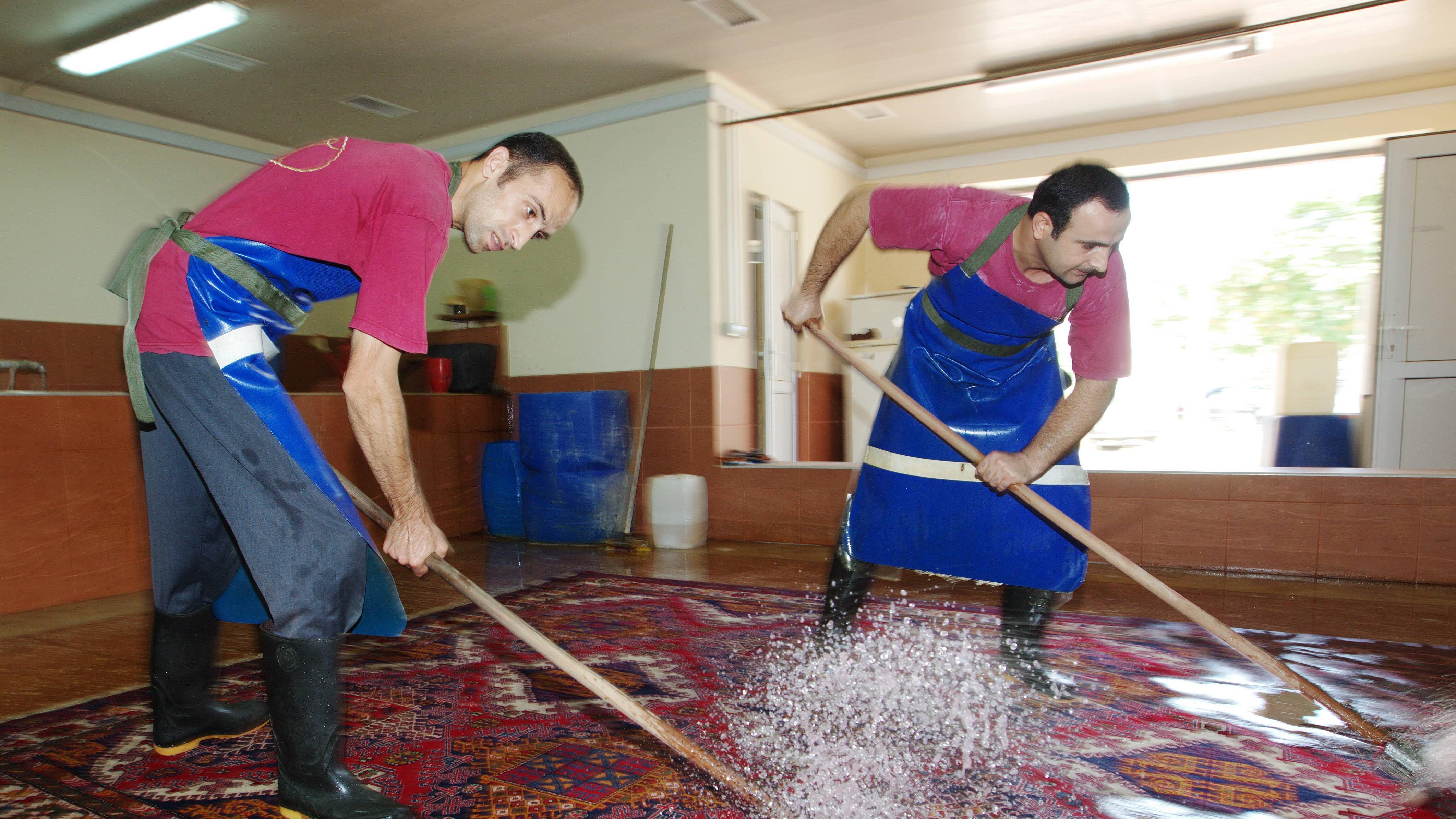 Orientteppich mit sanften Mitteln selber reinigen