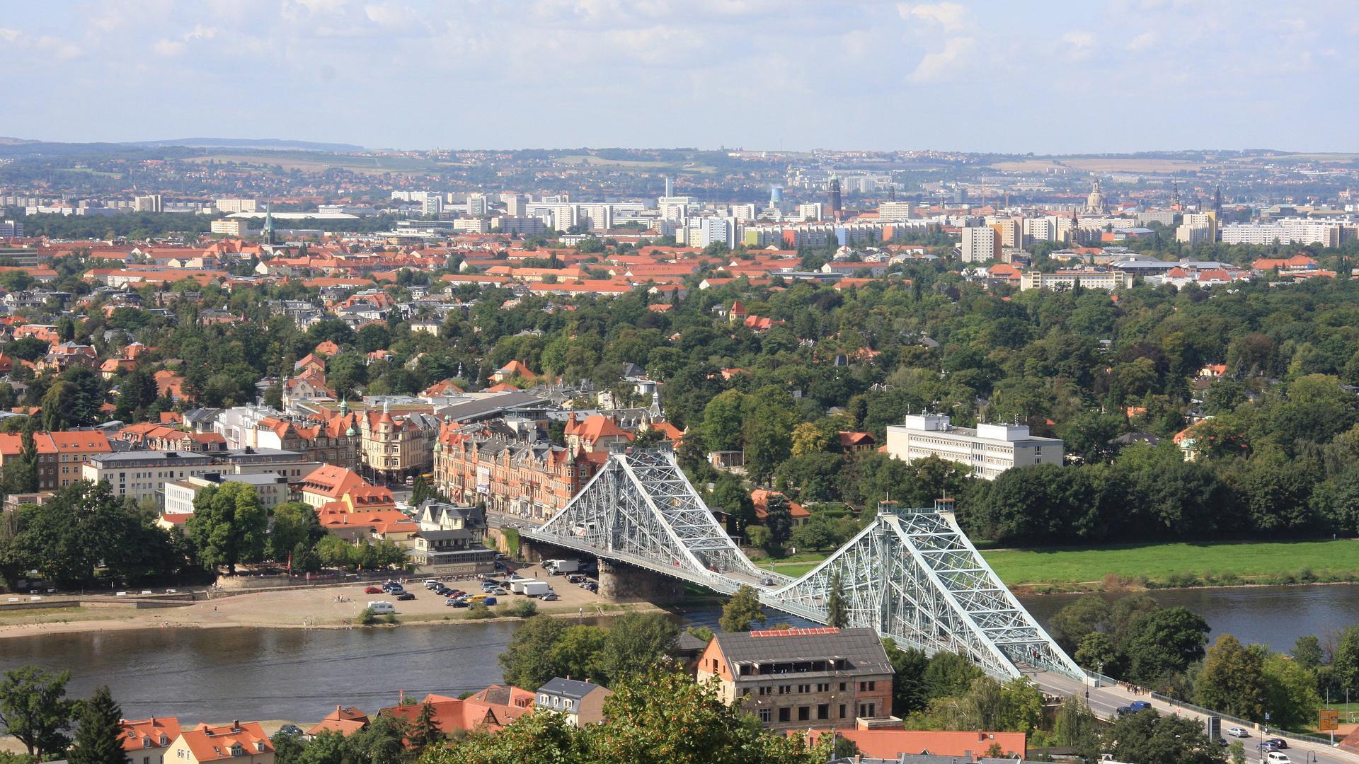 Die Loschwitzer Brücke ist eine der wichtigsten Sehenswürdigkeiten in Dresden