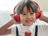 Bequem sollen sie sein, und nicht zu laut: Dann sind Kopfhörer für Kinder wirklich gut.