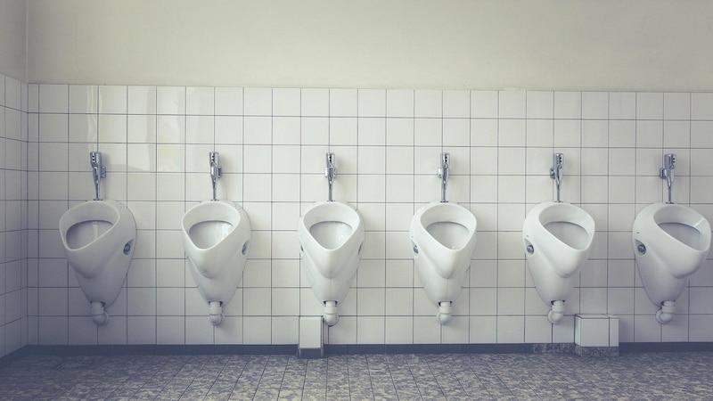 Bei Verdacht auf eine Harnwegsinfektion wird getestet, ob Nitrit im Urin vorkommt.